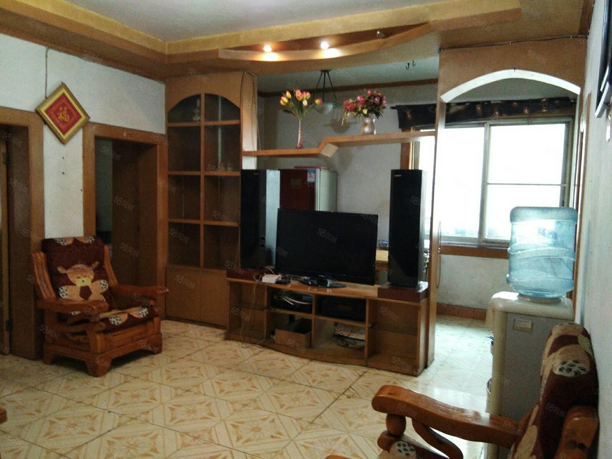 春牛坪3樓,2室中等裝修帶家電家具空調凈水器齊全,拎包入住
