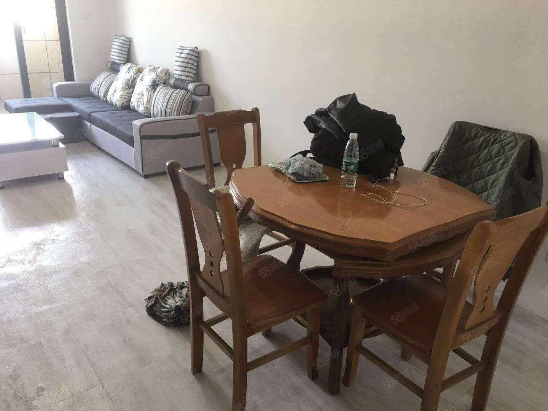 明发江湾新城大三房房子装修好干净整洁性