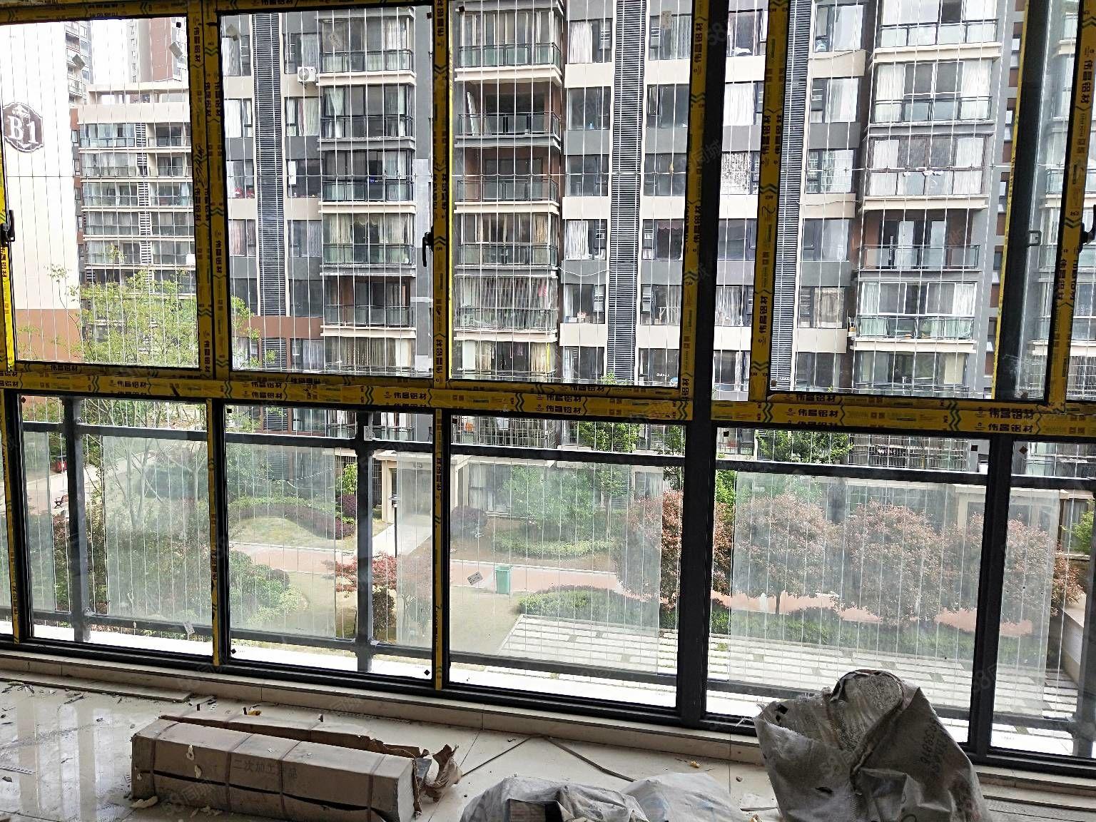 川硐教育园区麒龙国际半装修3室2卫112平朝小区看房有钥匙