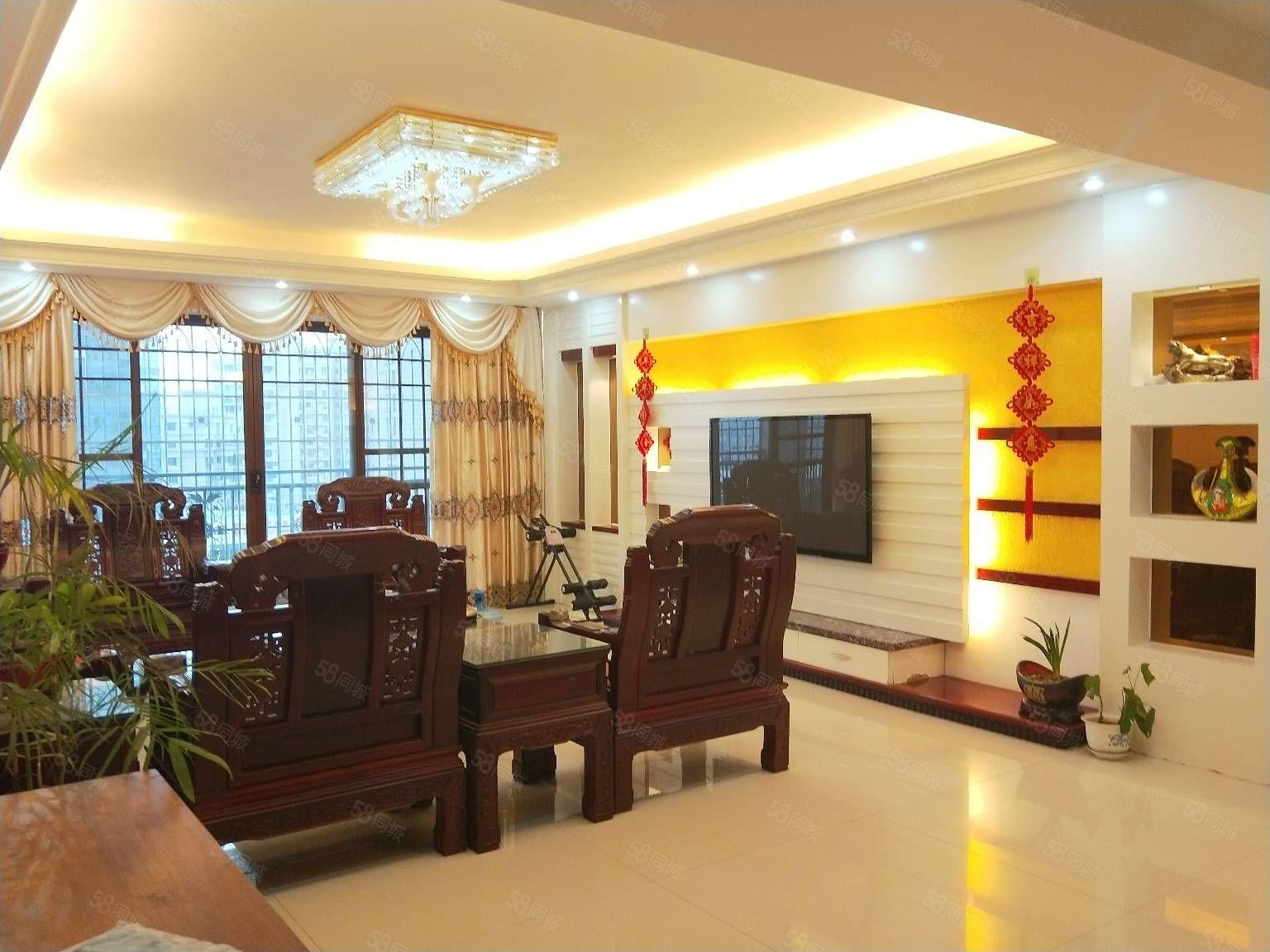 宏庄大厦电梯高层套房出售。产权面积163平米,两证齐全可贷款