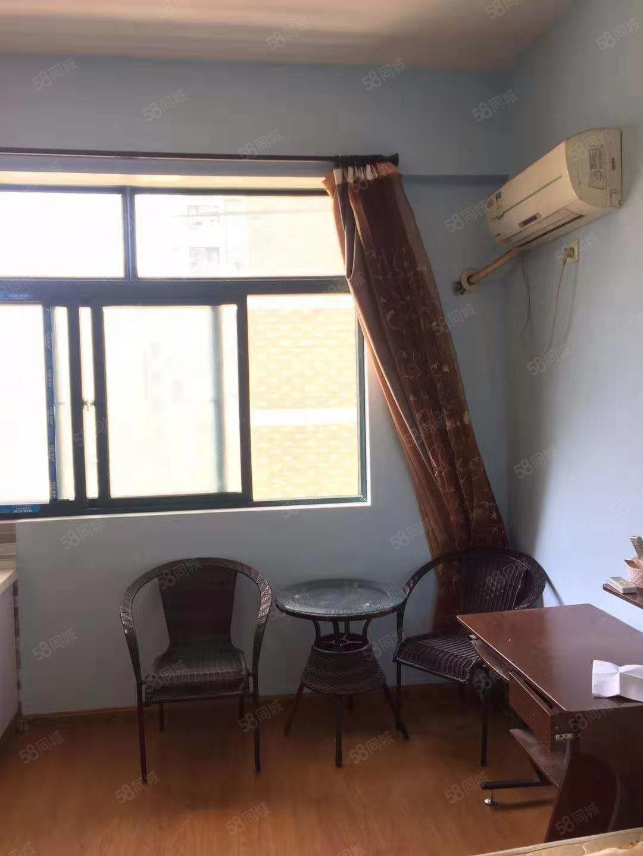 東方廣場單身公寓電梯房34平方設備齊全拎包即住