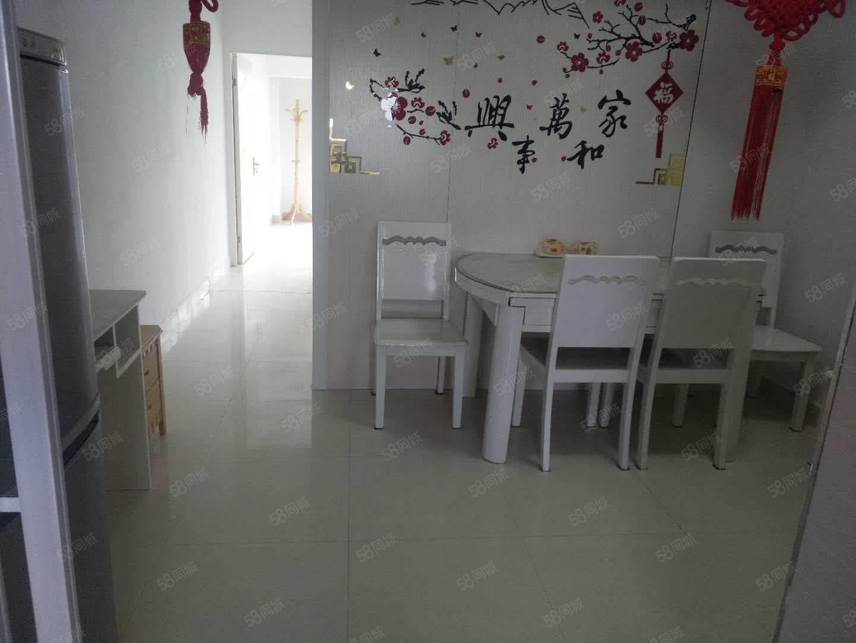 鸣翠山庄68平方2室1厅精装修