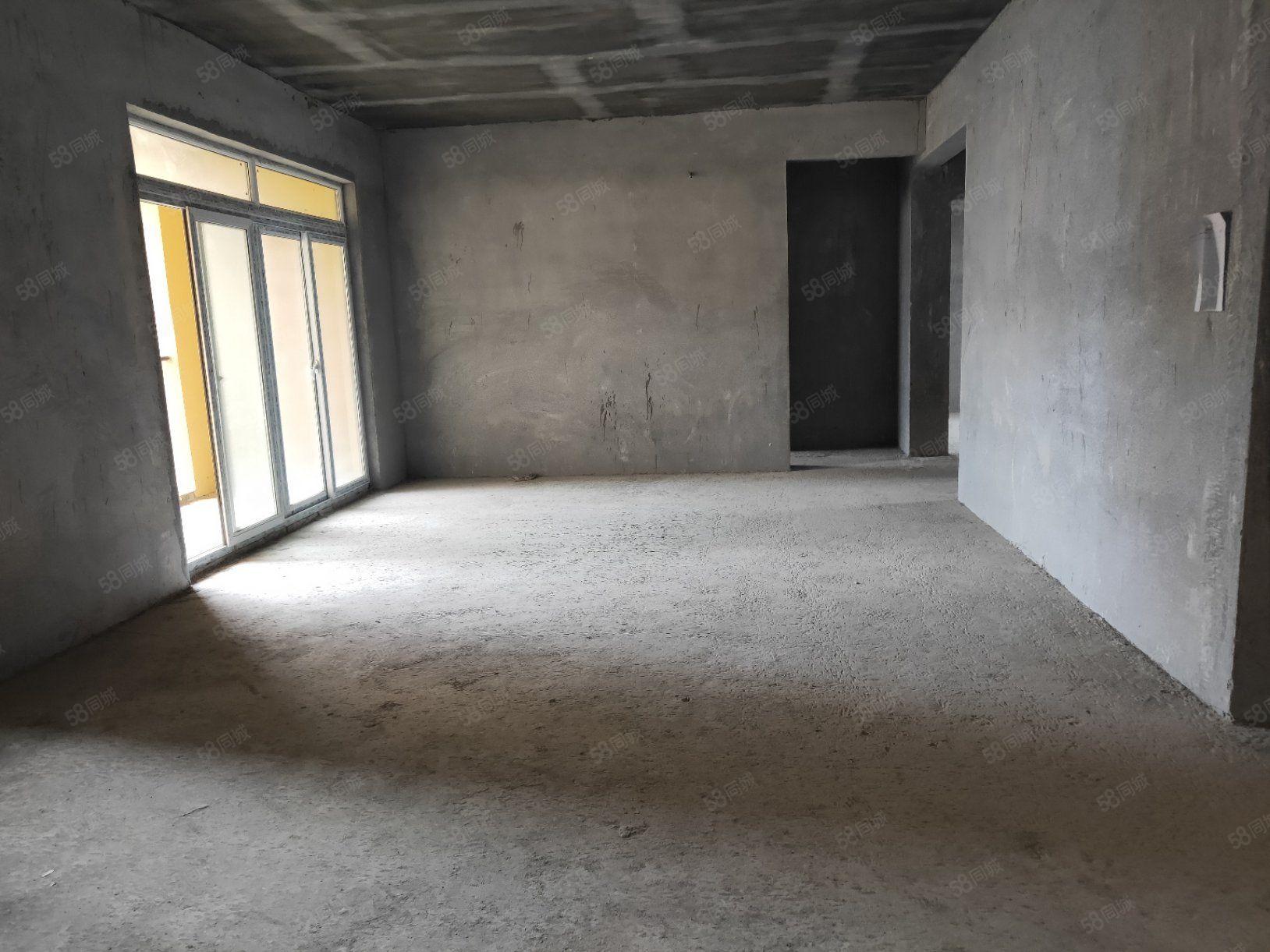 川硐桐达山韵带入户花园毛坯3室2厅2卫136.7平米