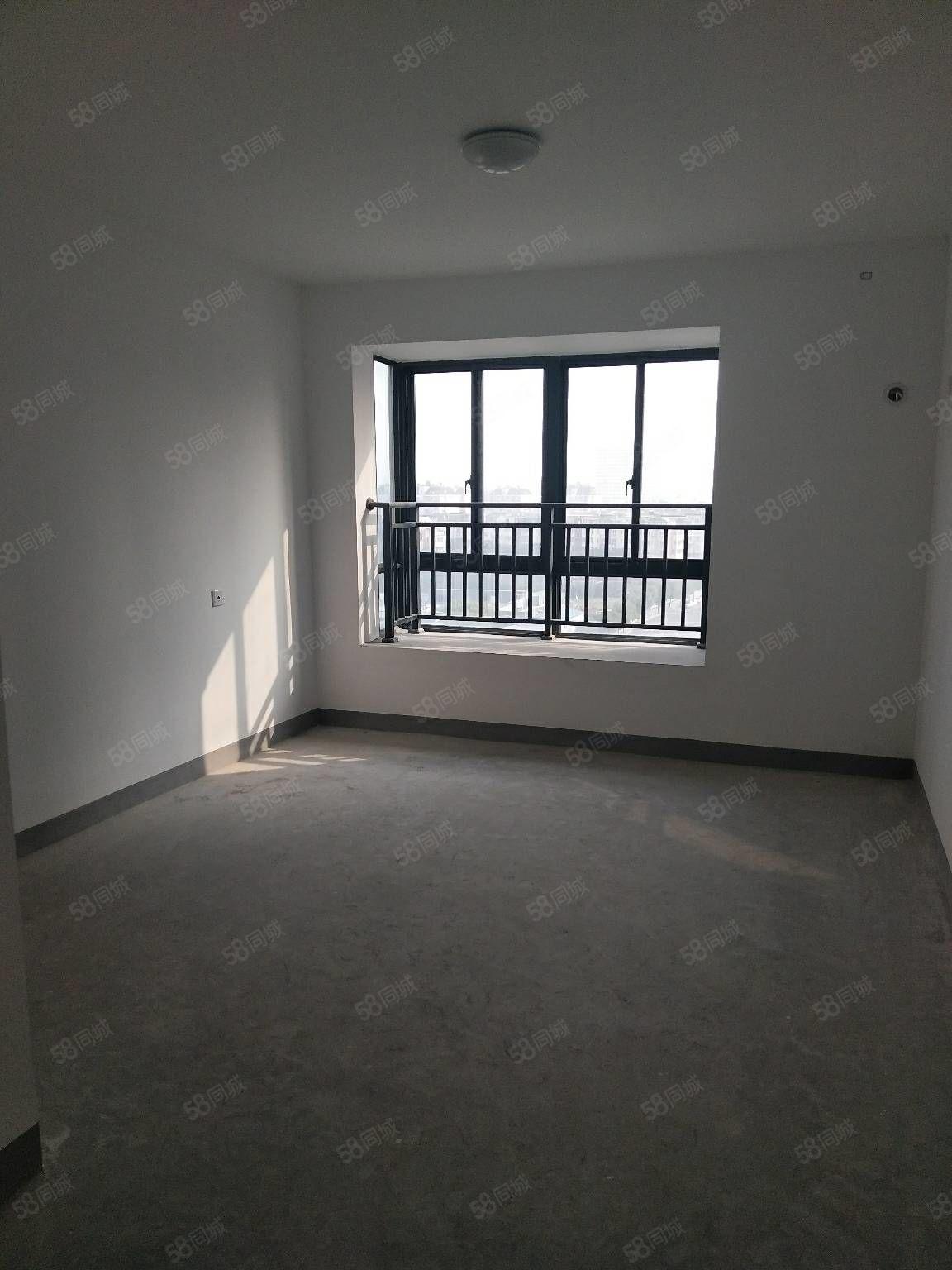 余隘人家3號地鐵線旁,東首全新白坯,三房二廳