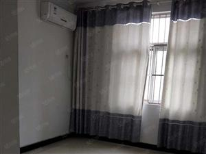水岸印象步梯中层2室简单装修