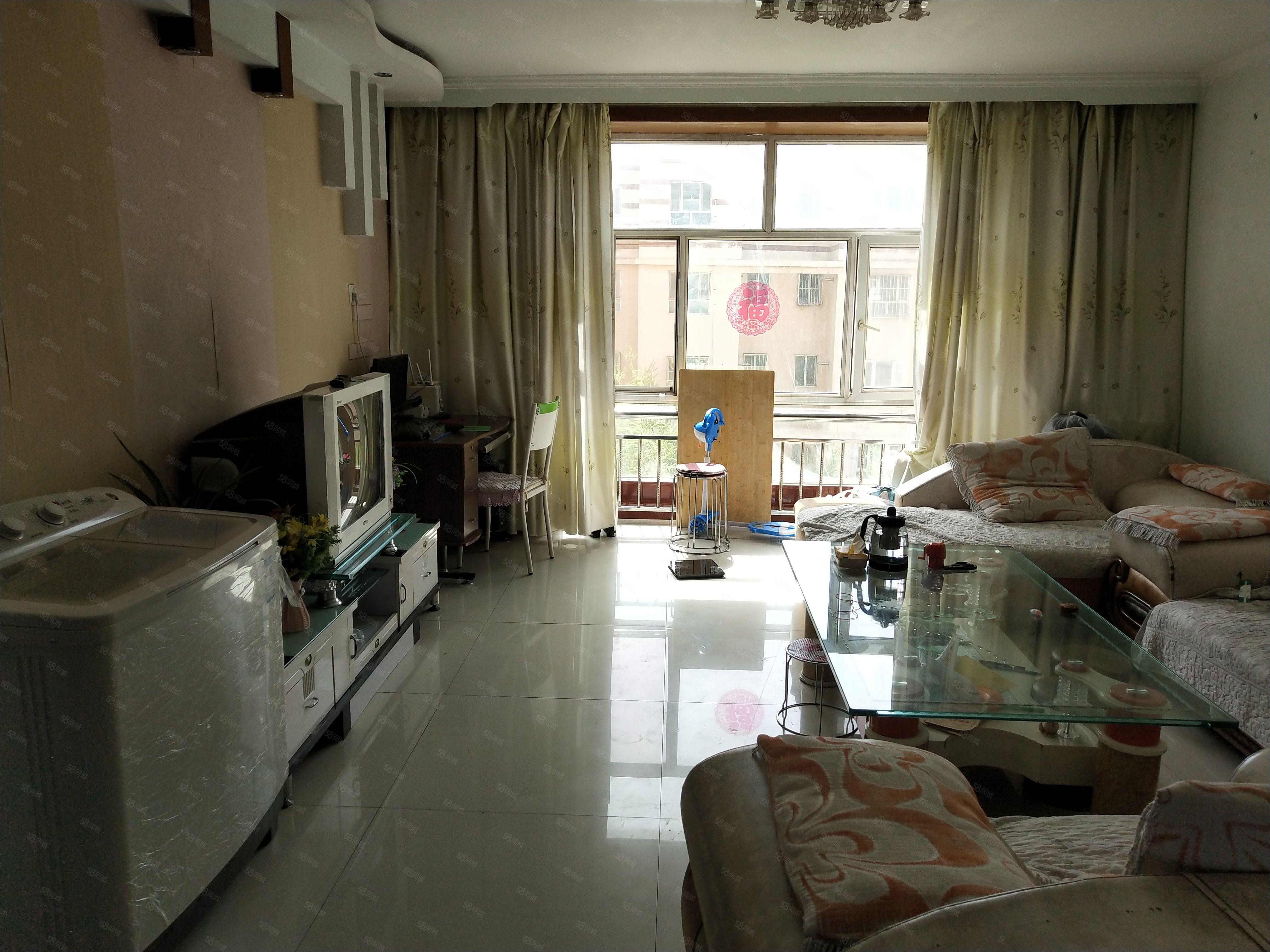 龍澤苑小區5樓兩室兩廳中裝房家具家電齊全拎包入住