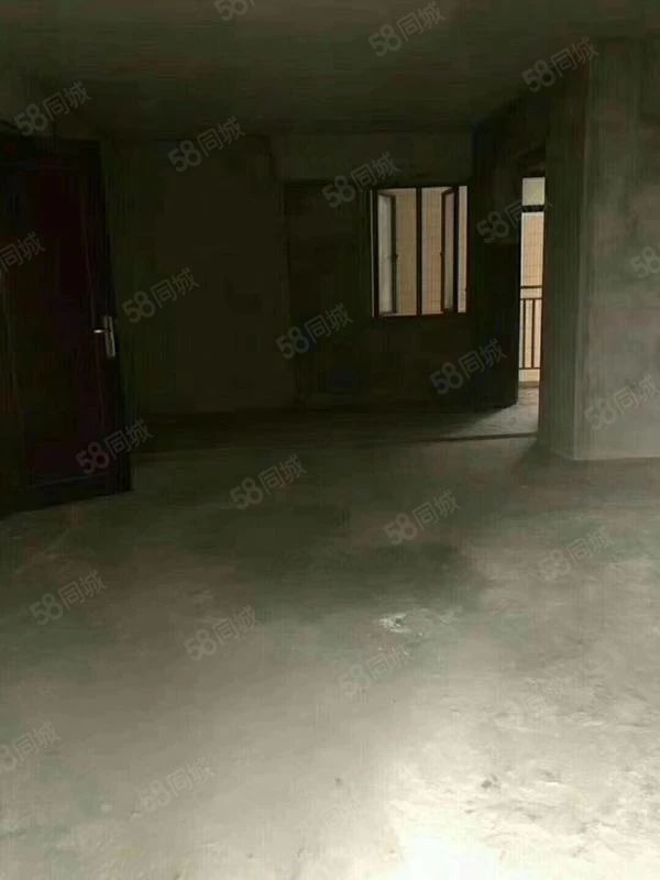 臻汇园中层,140平方4房2厅,售6800一平方。
