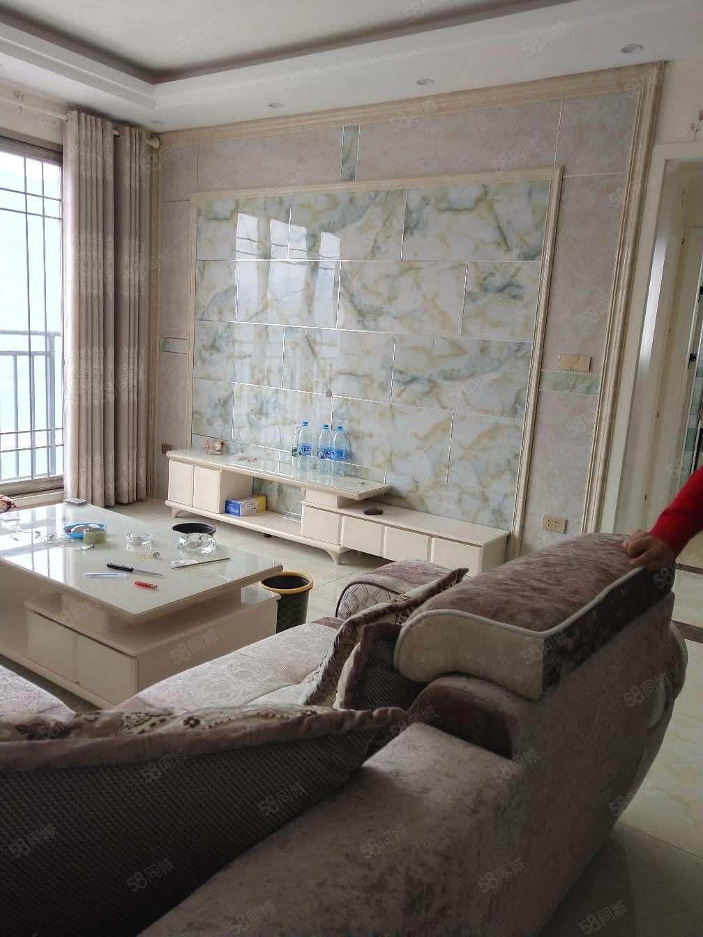 巫峡路电梯房2室2厅精装修好房出售