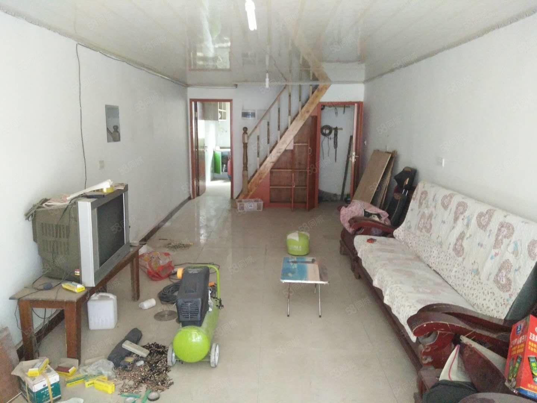南坝丝厂附近门市出租。可做库房也可住家