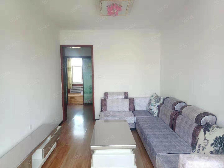 212家屬院,六樓,兩室一廳,中等裝修,房屋溫馨舒適拎包入住