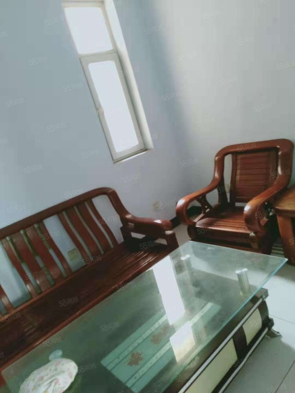 万晟中央公园两室一厅一卫家具齐全750月
