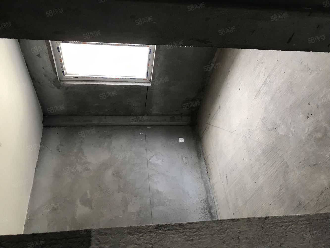 華泰豪庭毛坯三室,兩套房可選價格可談,有鑰匙,看房隨時