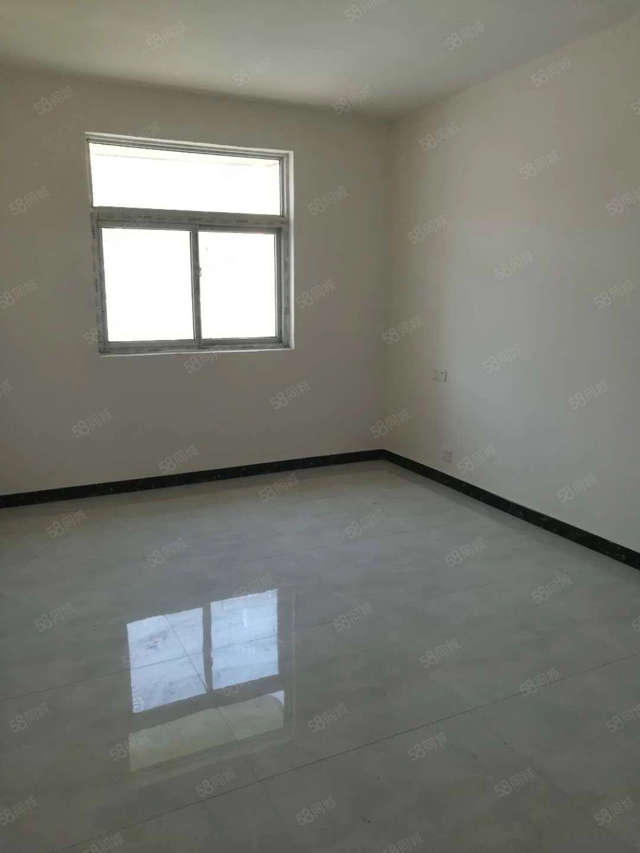 学府花苑三室两厅南北通透舒适干净小区房