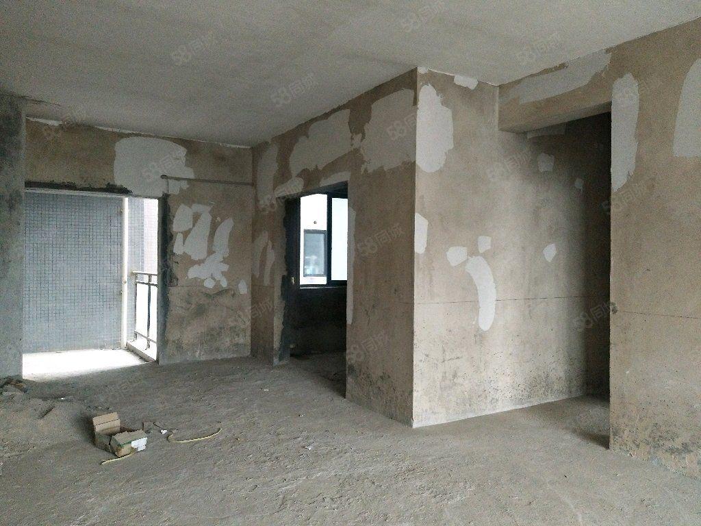 华都嘉苑142平方毛坯房好房出售58.8万,可以按揭