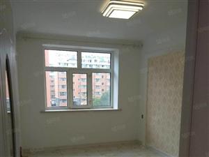 新合家园。两室一厅。精装修婚房!拎包入住!