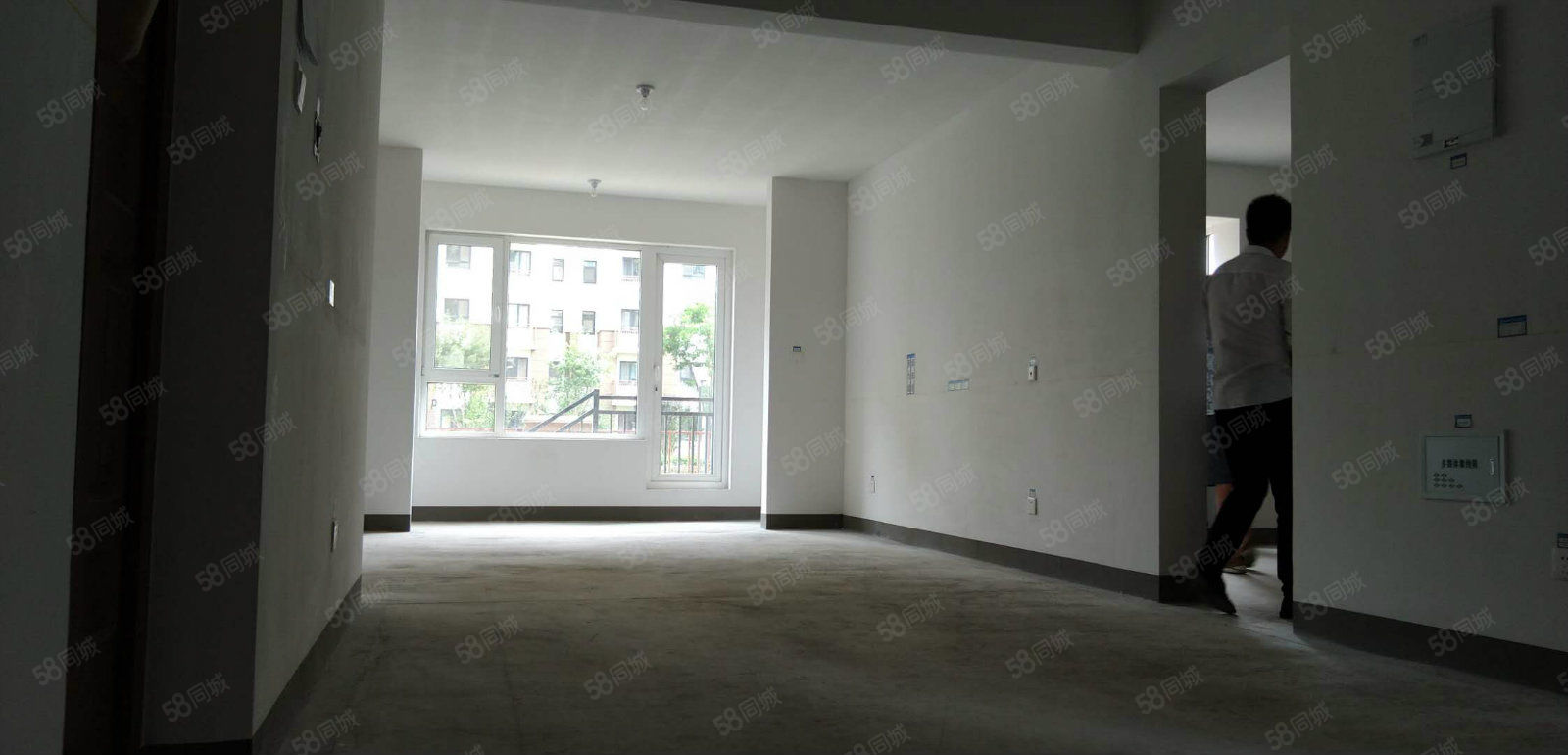 建发枫林湾一楼带院一手手续可做贷款看房方便有钥匙