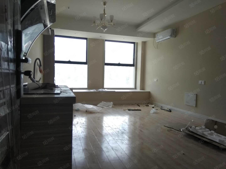 學府印象精裝出租1室1廳1衛2600/月繁華地段高層視野