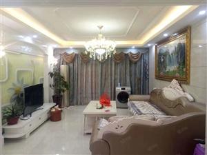 精装修大三房,房东诚心出售,看房方便。