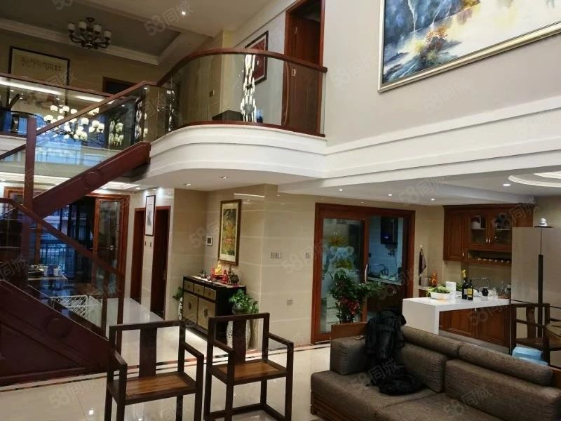 登凯豪庭名师设计(豪华装修)楼中楼出售,机会难得,欲购从速。