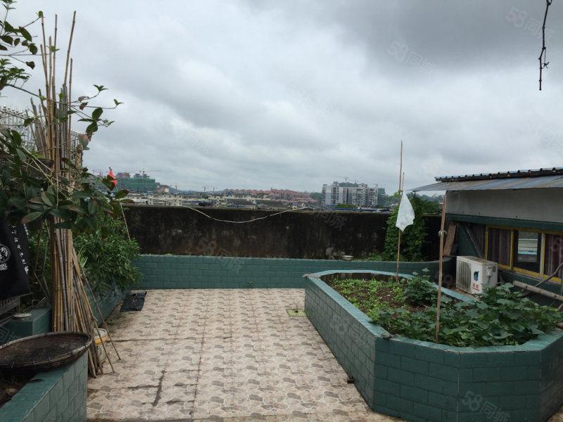 景湖花园精装住房出售,紧邻希望二校,赠送楼顶花园及两个单间