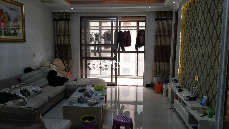 皇冠娱乐网站家天下电梯房,精装修,房主急卖,大产权可过户,随时看房。
