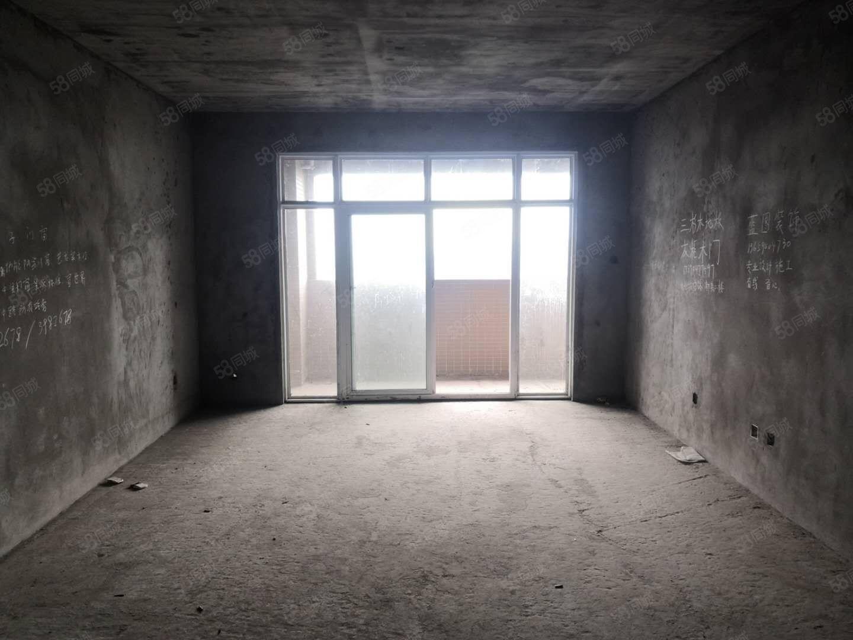 觀嶺國際房東缺錢急賣單價5800一平3房2廳2衛現房