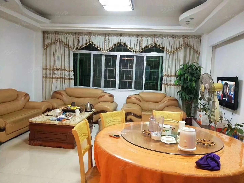 驷马桥附近套房出售,中等装修,可拎包入住。