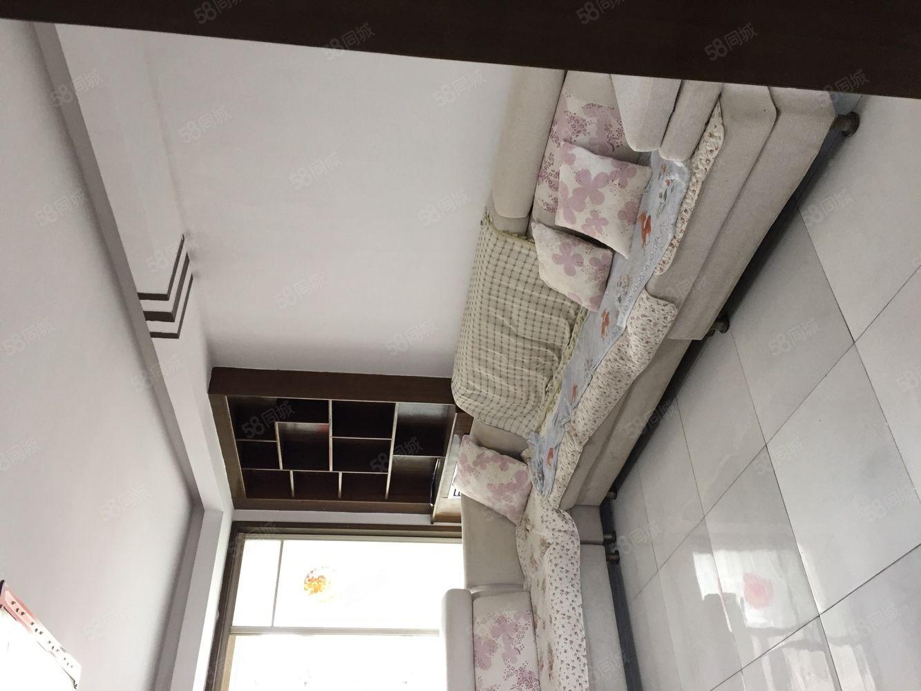 南环小区简装两居房本满五过户费低单价6000