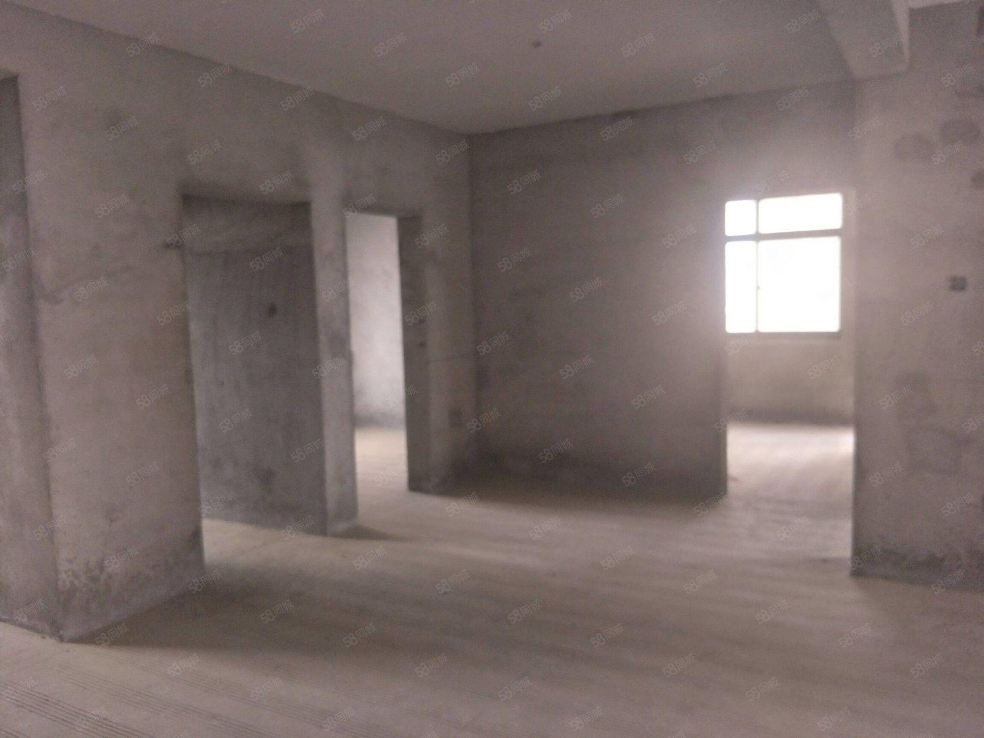 藍鼎中央城(二期)三室兩廳123平米毛坯房113.5萬