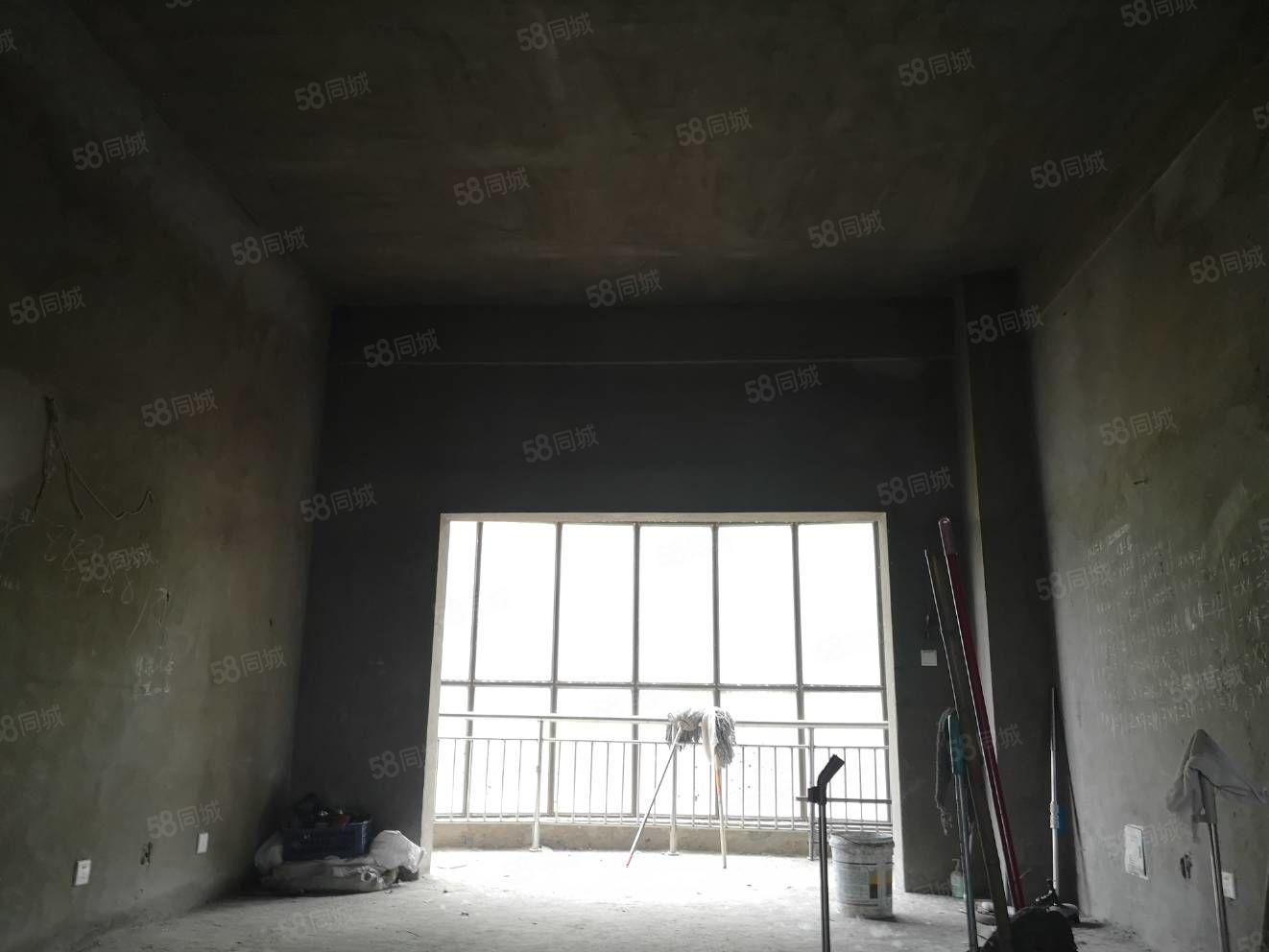 泛华新城一楼带院毛坯三房层高3.6米空间感好可按揭