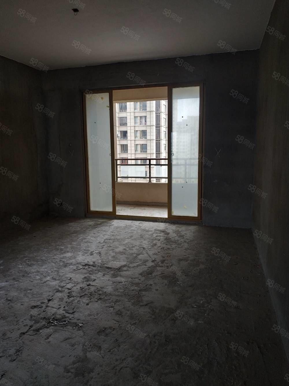 緊急出售,新建中心毛坯房,房東生意急需資金,限時出售