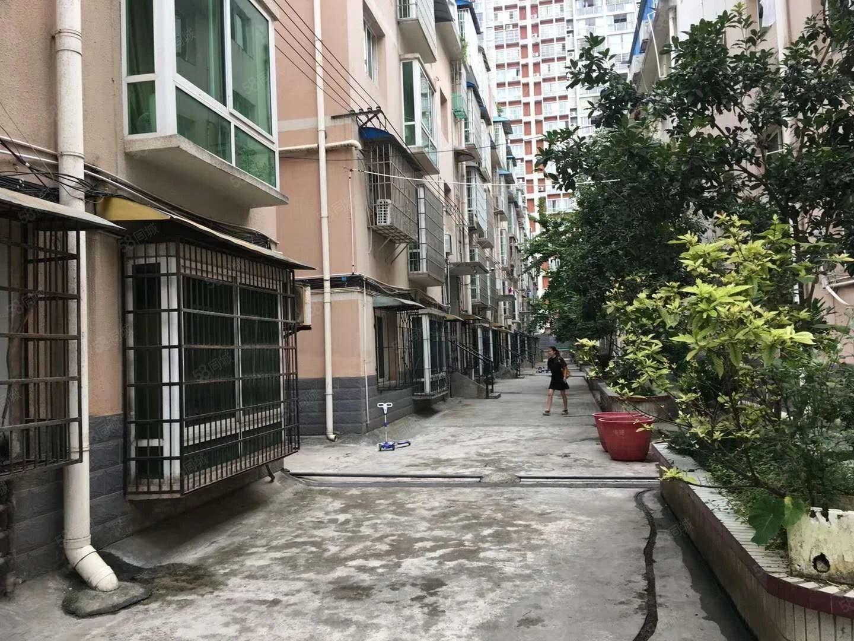 火车站门口,五环家具广场楼上,看房方便