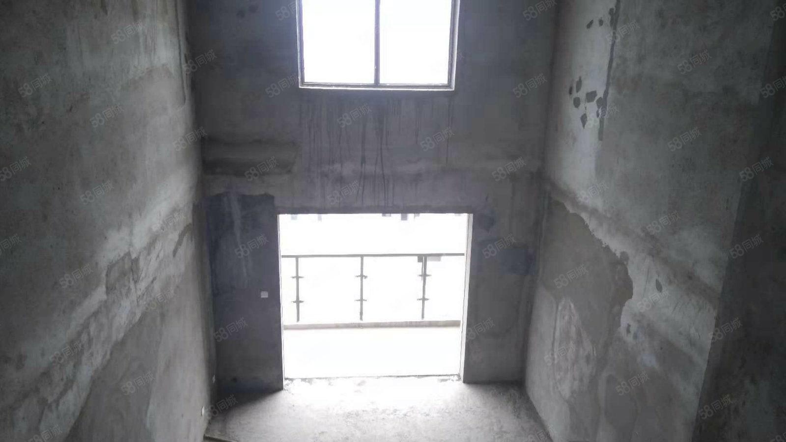 新挂牌电梯顶楼复式客厅挑高7米业主诚心出售有证满2