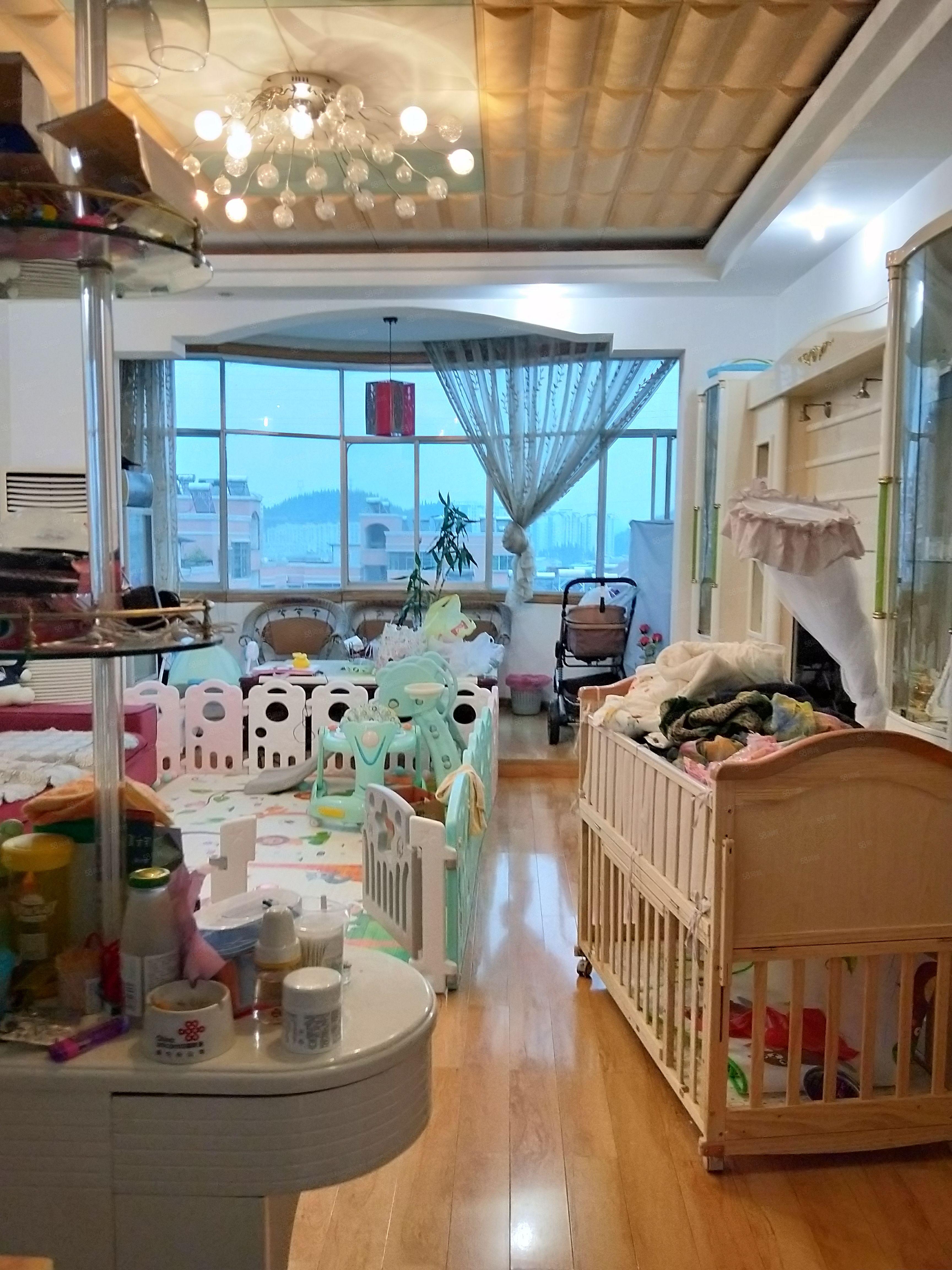亿嘉房产中介东福花园5室2厅套房出售