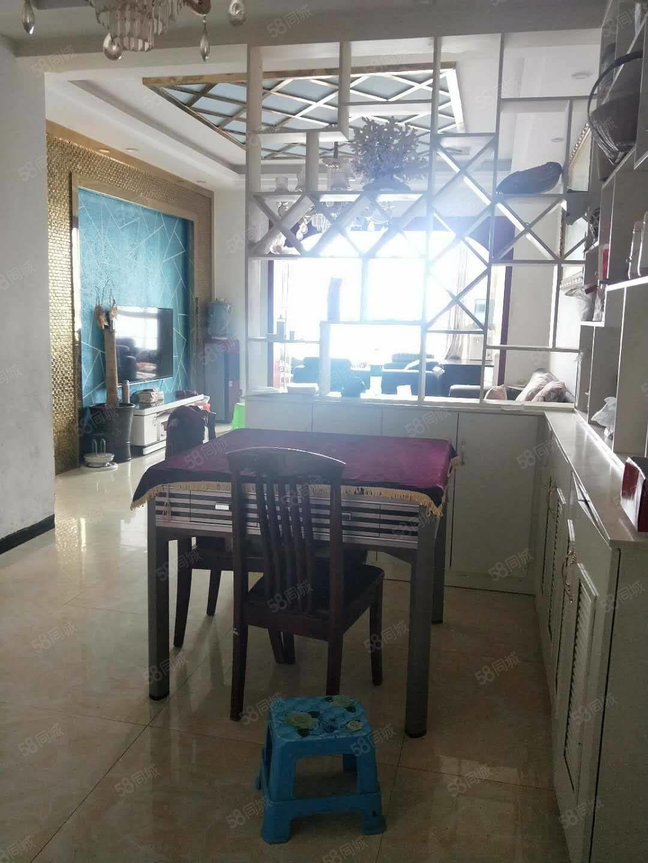 逸坤尚品,110平方,精装修,三室两厅两卫,56万