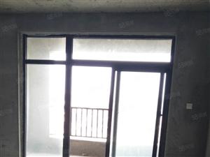 锦绣花园步梯房要卖,采光极好。可随时看房。