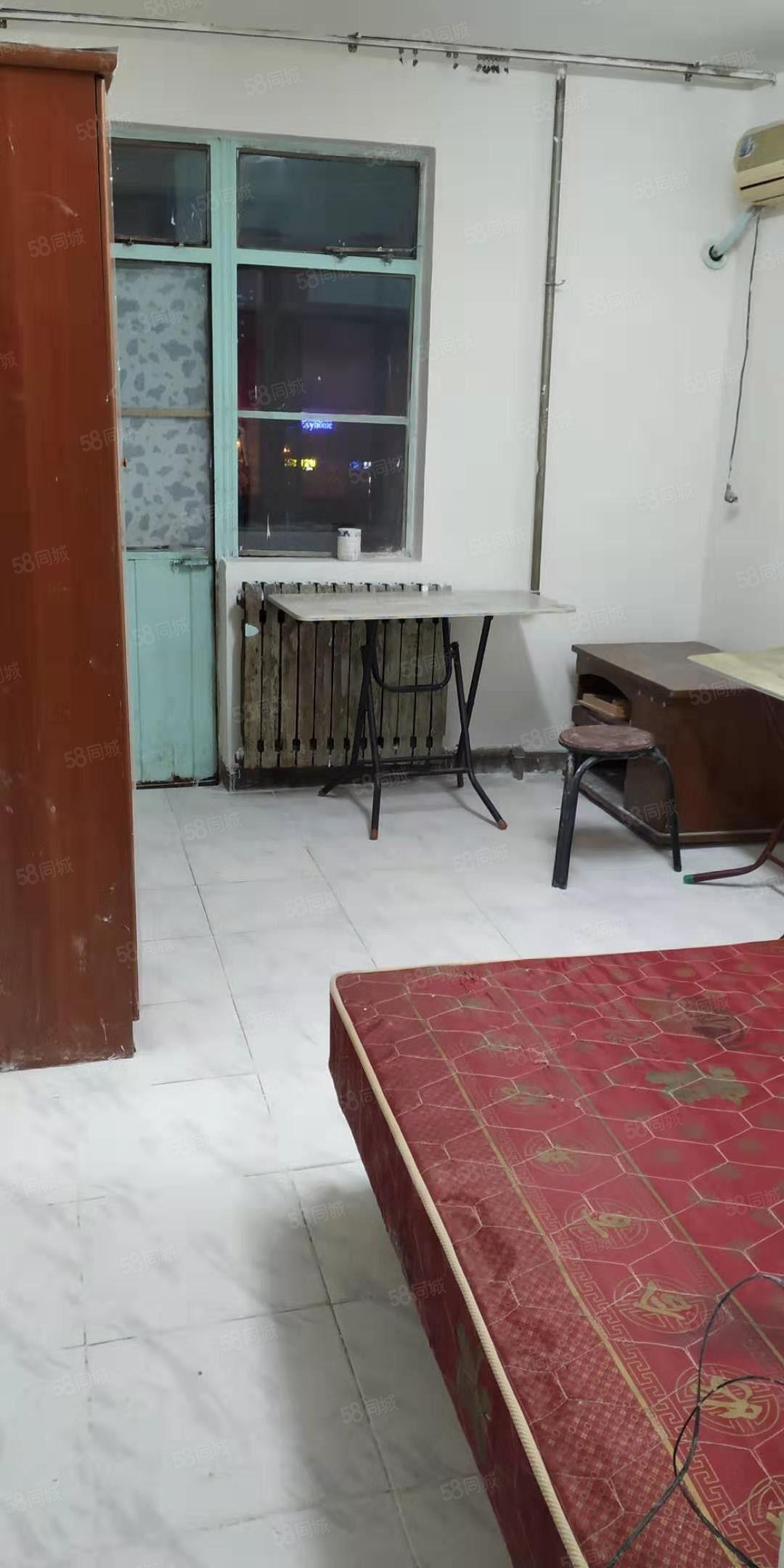 二厂附近一室带阳台卫生间,厨房,暖气,多套汇集