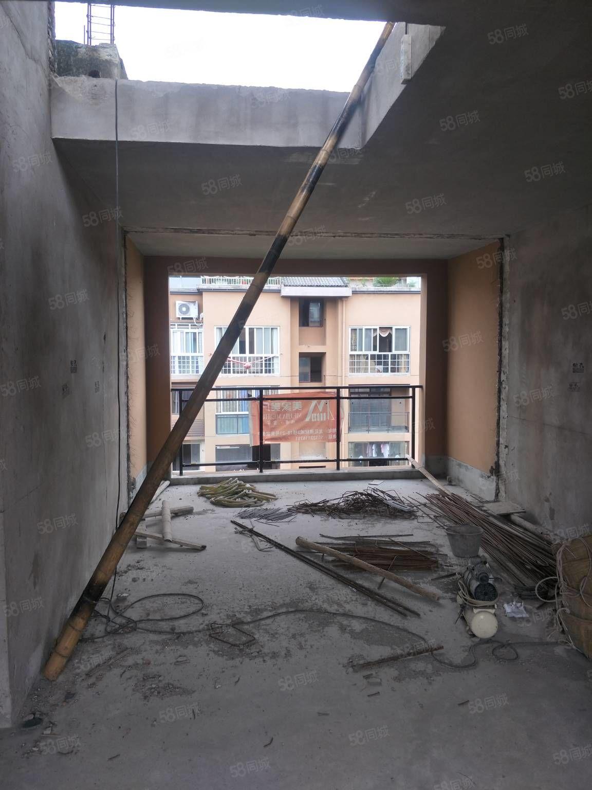 電梯頂躍洋房證上面積124平方可使用面積200坪帶壩子