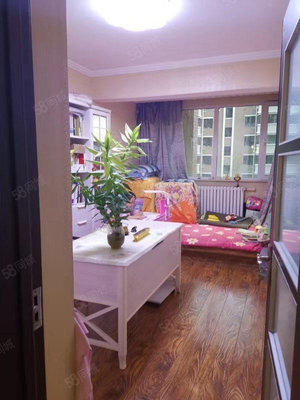 紫云华庭精装三居室南北通透无税好房价格合适