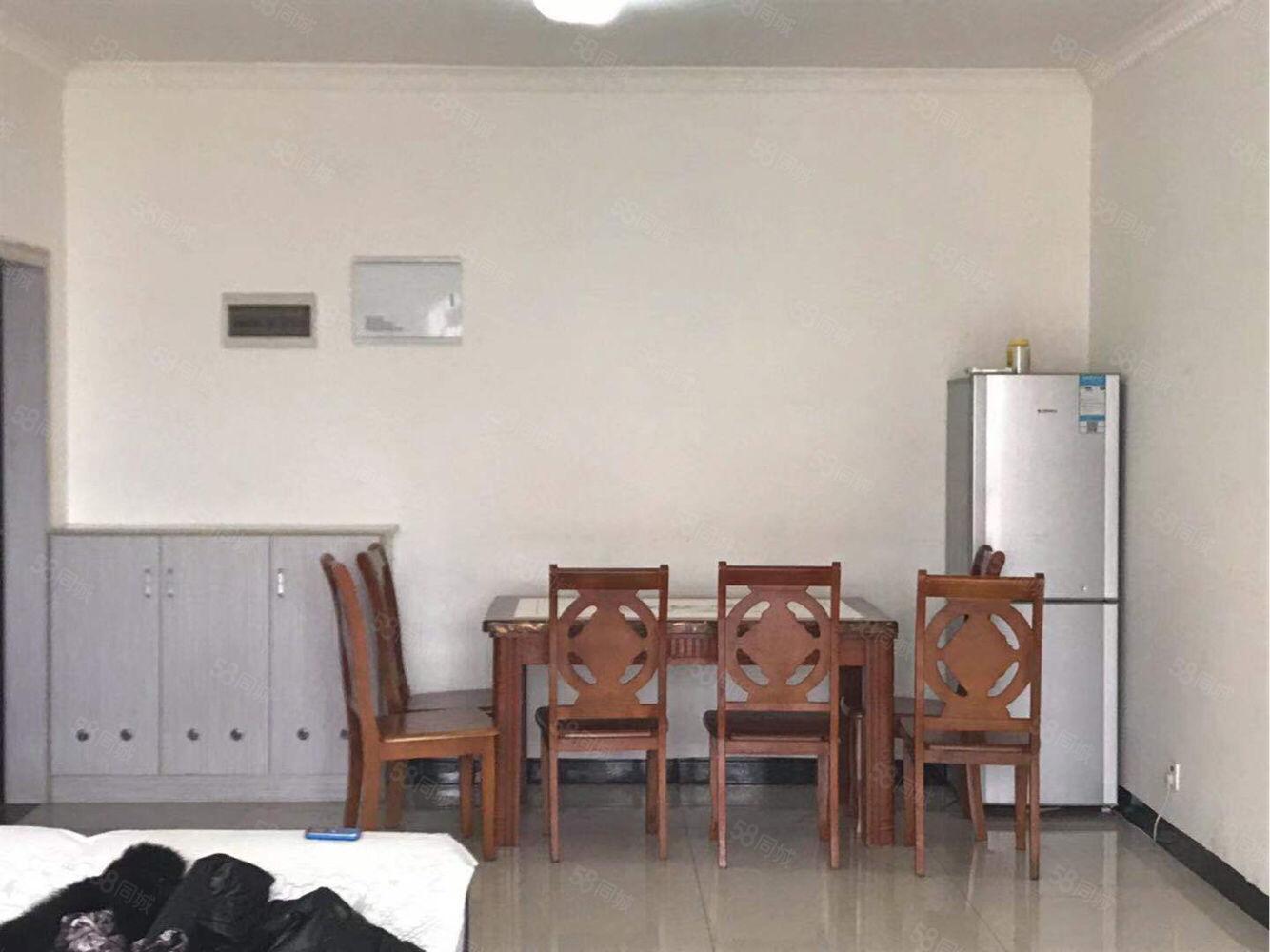 联福家园精装三室可拎包入住