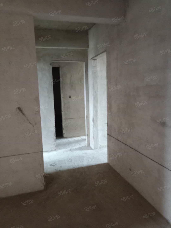 嵩山大道锦荣居6800一平三室电梯双气
