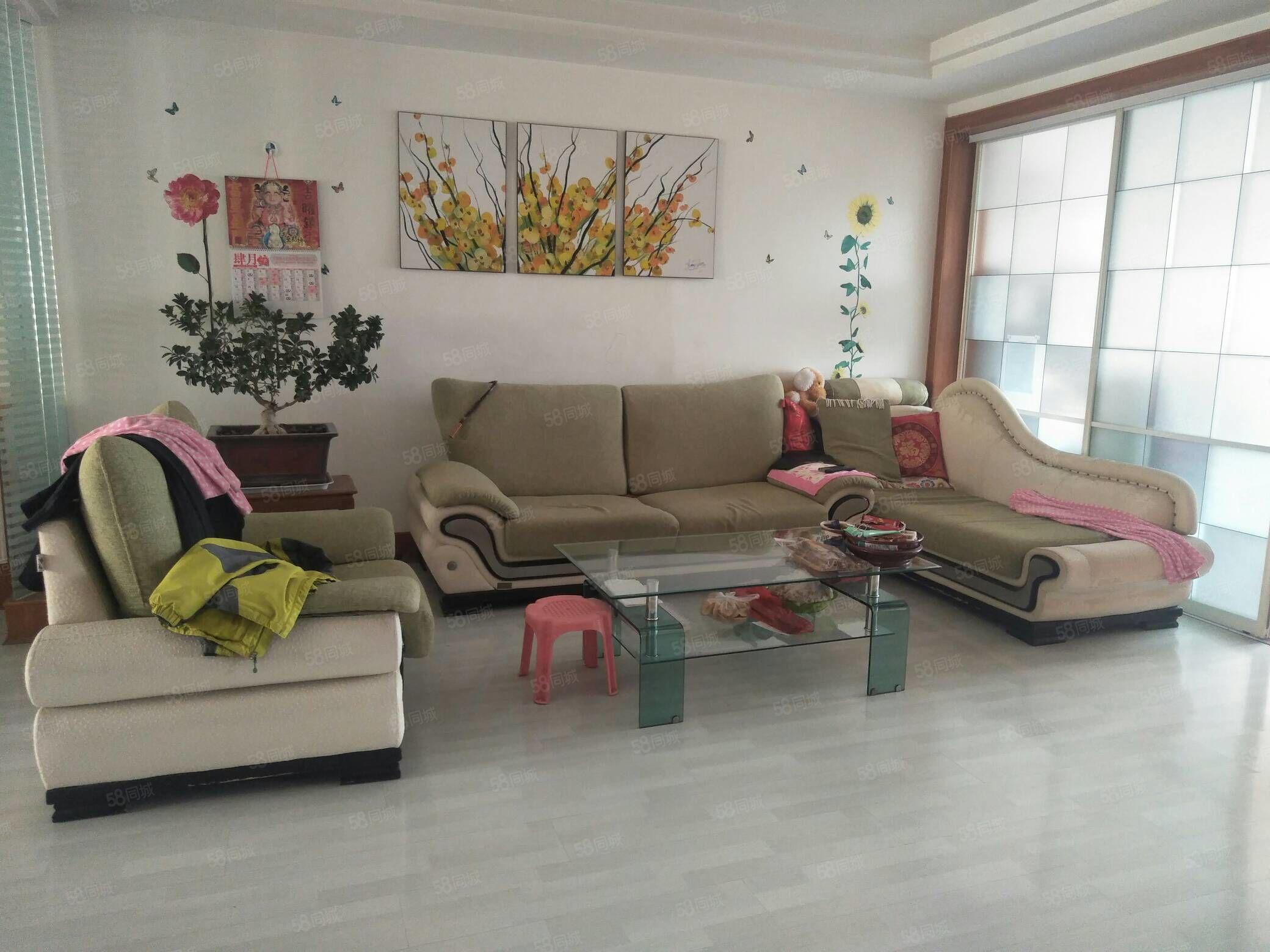 海福萊小區3樓111平三居室精裝修證全可貸64萬送地下室