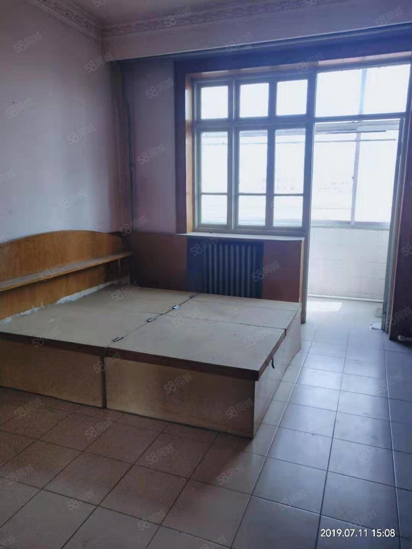 急售工商局家属院97平米三居室55万