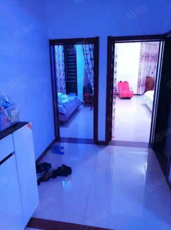 东城大海鑫天地7楼152平三室两厅精装125万