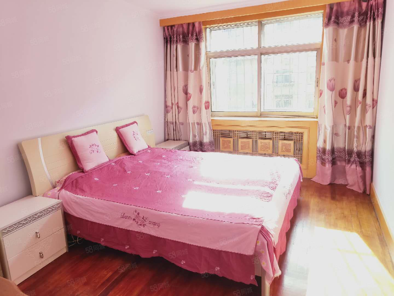 市场里3楼3室出售,不临街不冷山,双学区