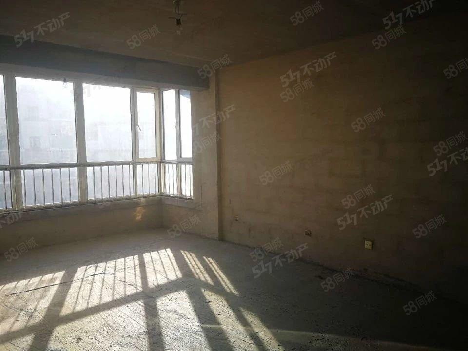 玉皇佳苑3室2厅2卫毛坯4楼,只需68万,性价比非常高!