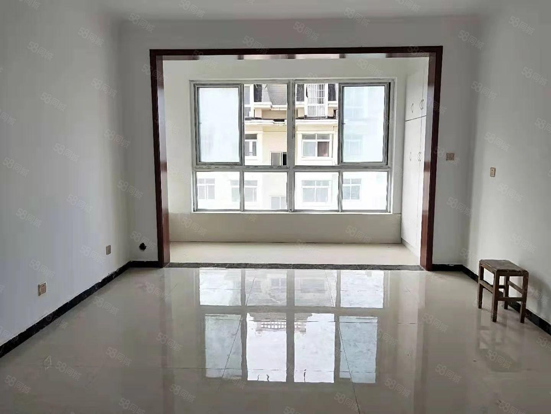 香榭丽舍,电梯中层,简装大三房,有证可按揭,诚心出售。