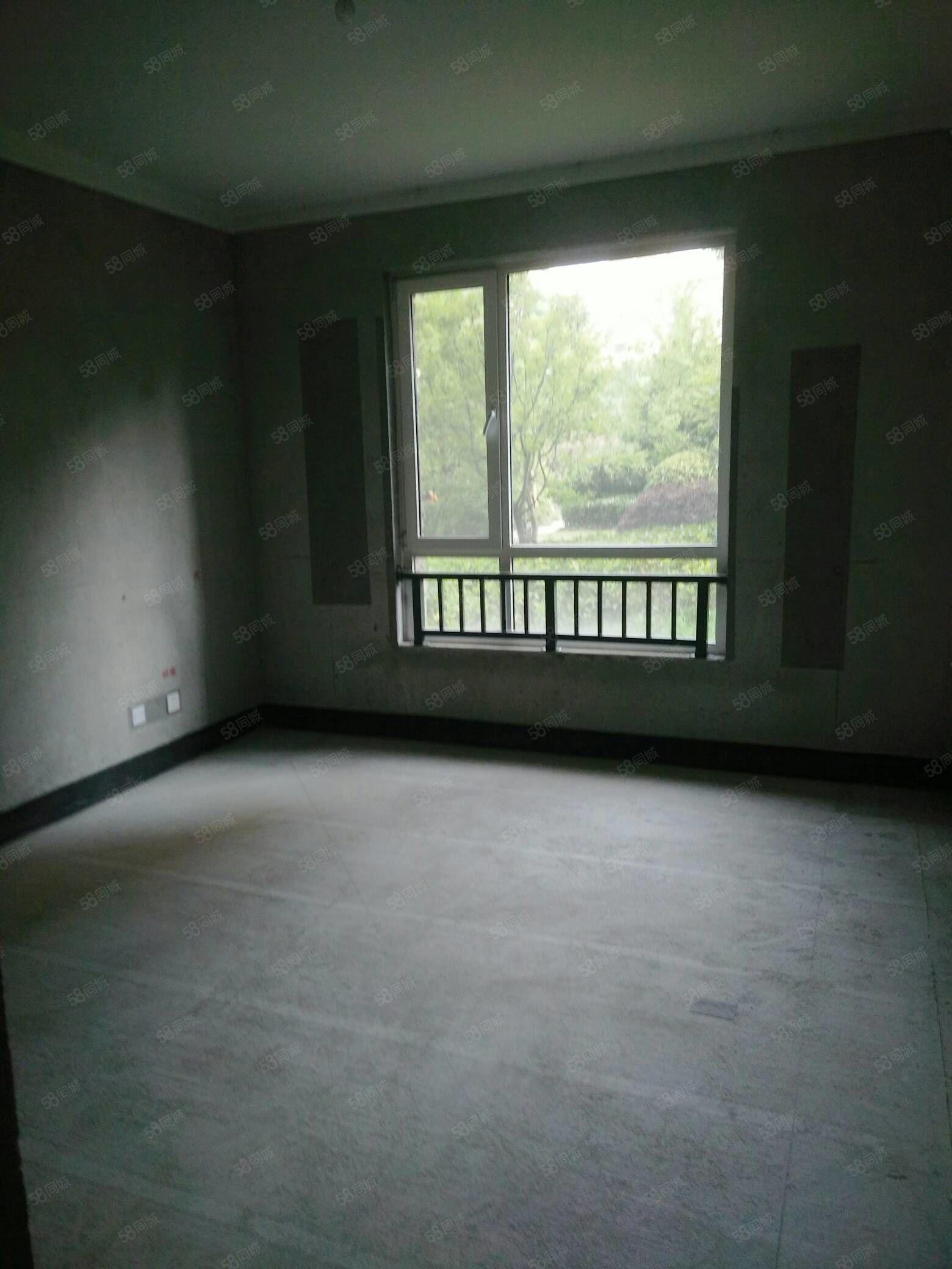 建业小区一楼三室两厅两卫毛坯带储藏室