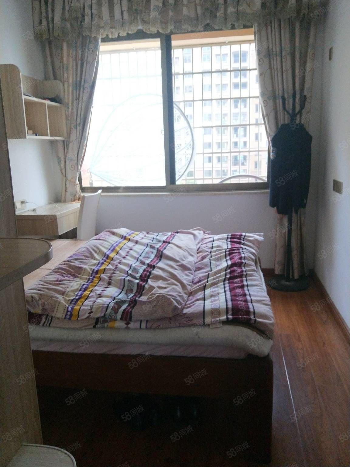 金都1号3房2厅2卫精装修保养好东边套