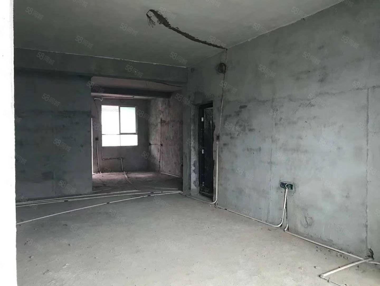凯丽商业街步梯中层148平方大3房可改4房一口价56万